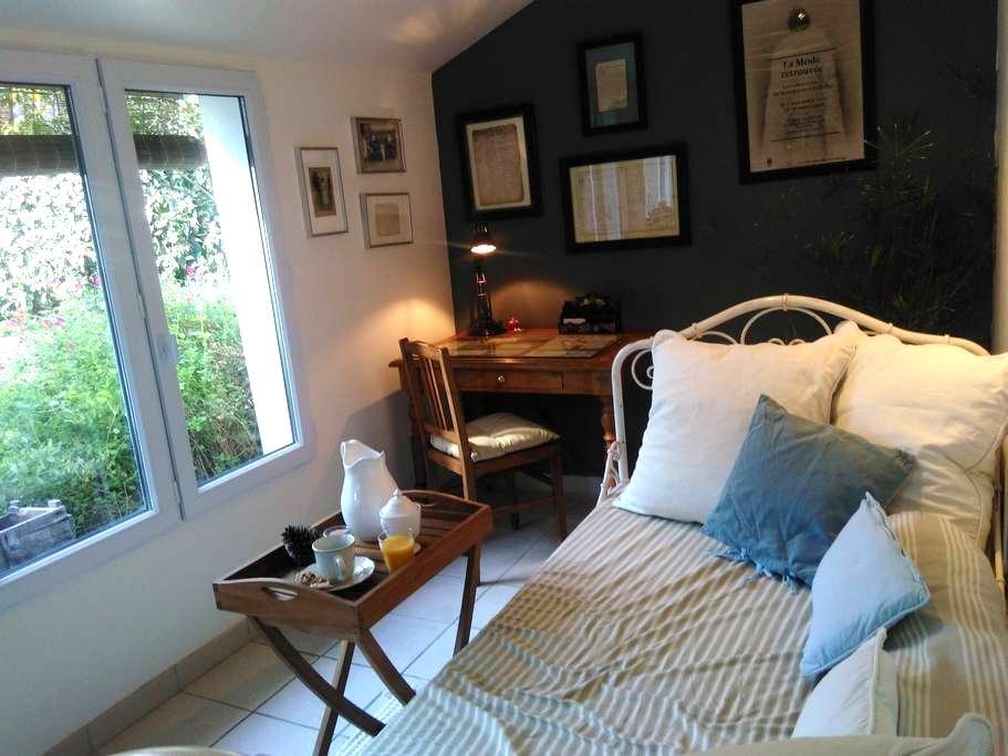 Chambre très calme, accès privé et proche centre - Orléans - Guesthouse