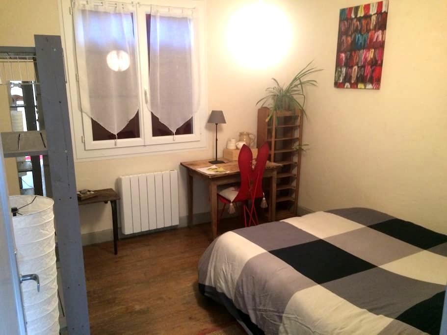 Jolie chambre à Valence d'Agen - Valence d'agen - Şehir evi