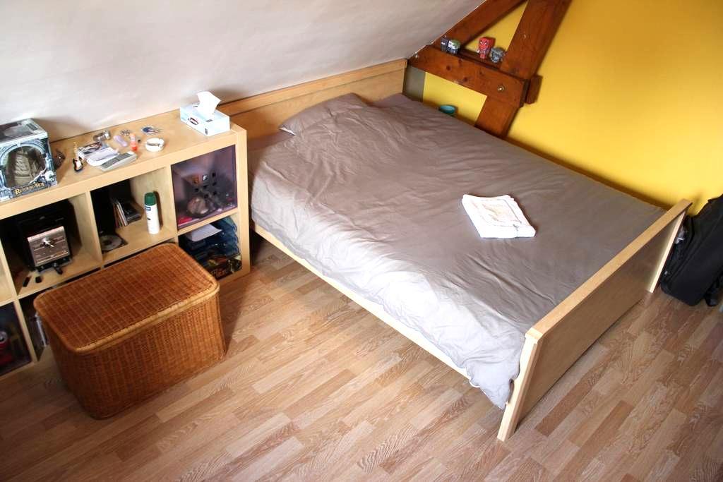 Grande chambre calme + Petit déjeuner + WIFI - Vern-sur-Seiche - Dům