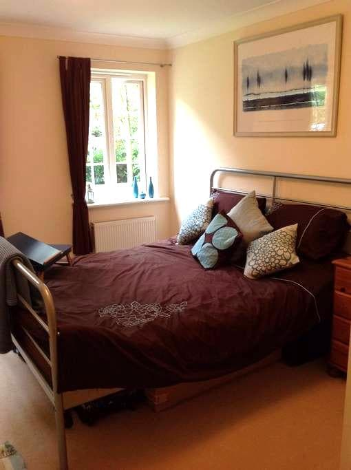 Light & spacious room near NEC/BHX - Solihull - Wohnung