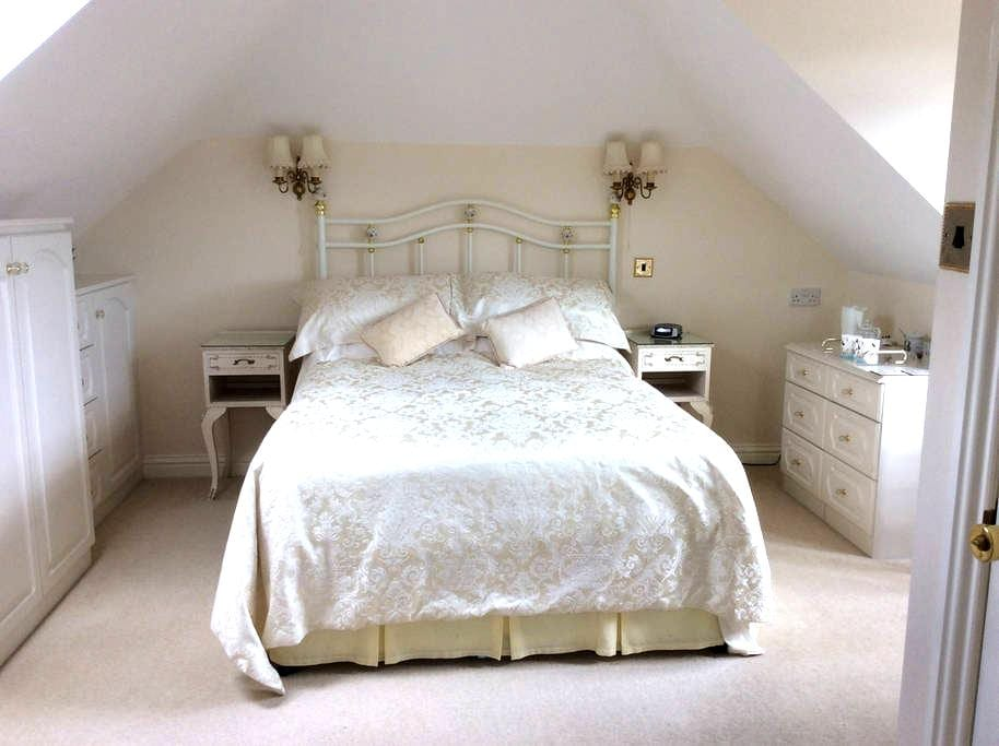 Leecroft B&B - New Milton - Bed & Breakfast