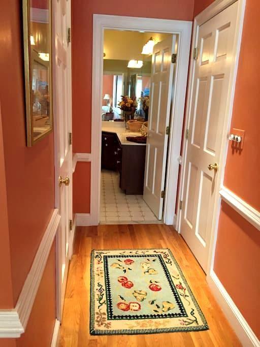 Master Bedroom Suite - Private Ent/bath - Beach - Duxbury - Rumah