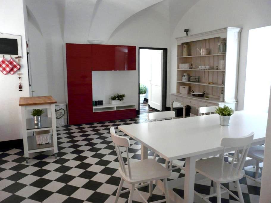 Dal palazzo alla spiaggia - Finale Ligure