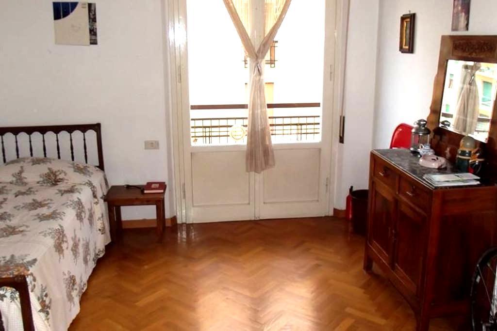 Single room near downtown - Florens