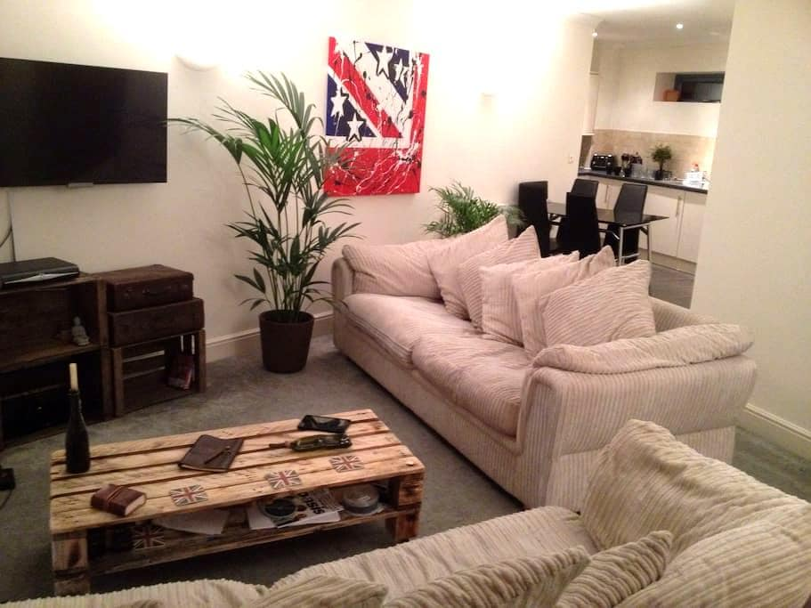 2 Bedroom Luxury Apartment - Leigh - Leigh on sea - Apartment