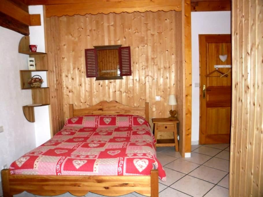 "Chambre ""Montagne"",lac d'Annecy - Doussard - Bed & Breakfast"