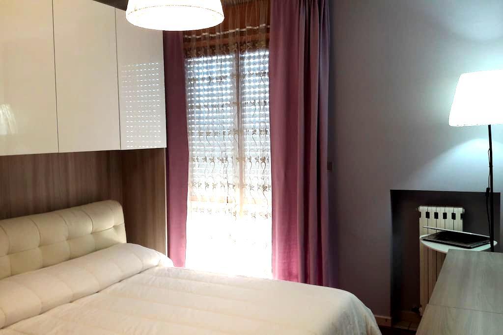Splendida stanza soleggiata con bel panorama - เปสคารา - อพาร์ทเมนท์