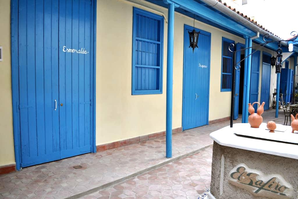 Hostal El Zafiro Beautiful B&B with peaceful patio - Cienfuegos - Szoba reggelivel