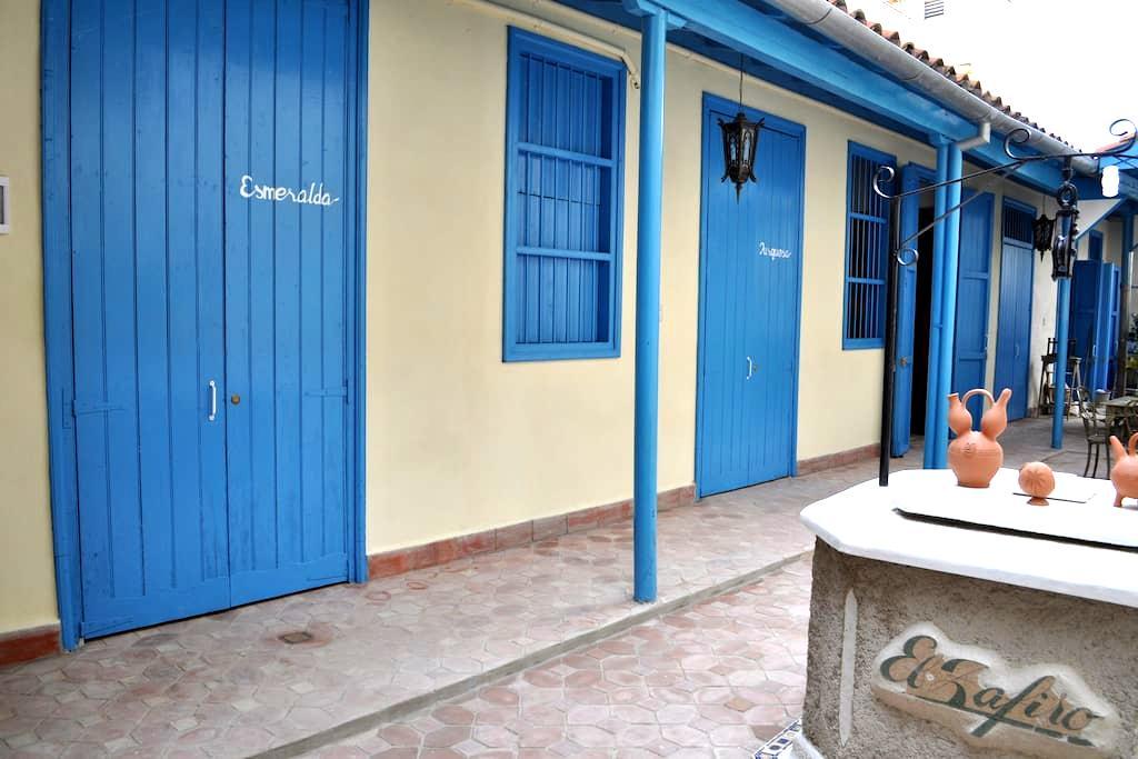 Hostal El Zafiro Beautiful B&B with peaceful patio - Cienfuegos - Bed & Breakfast