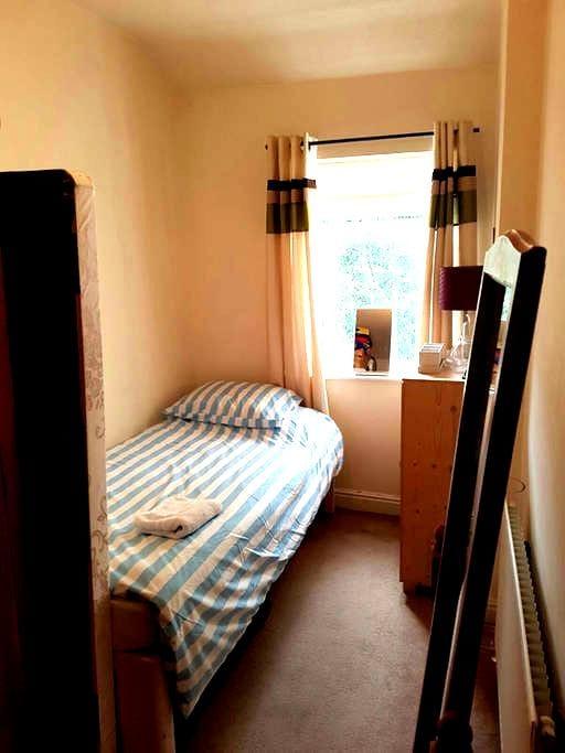 Single Room, Nr Town/ Astra Zeneca/ Closeby Canal - Macclesfield - Huis