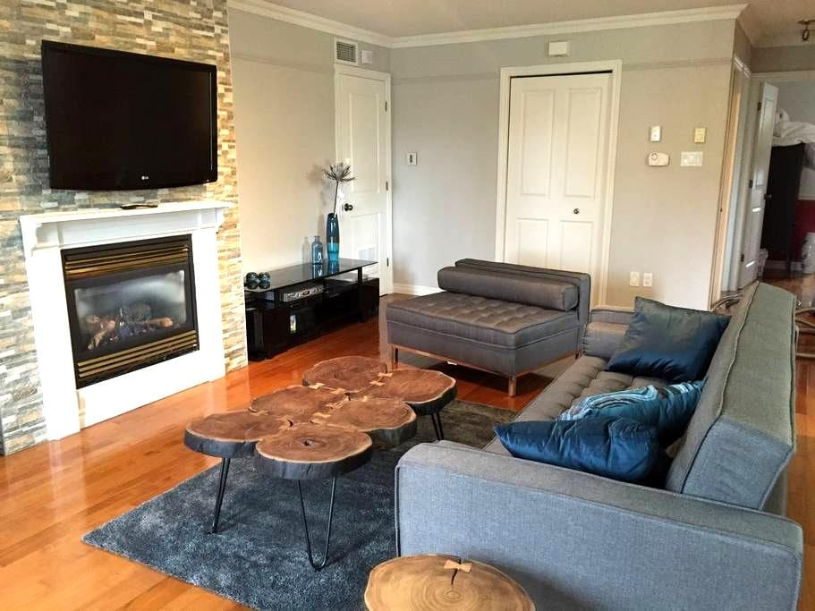 Condo 4 étoiles impeccable, super bien situé - Magog - Apartamento