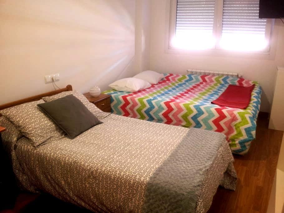 Cozy Room Near HOSPITAL (Portuguese Way) - Santiago de Compostela - Byt
