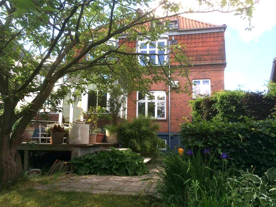 Lovely villa in the heart of Odense - オーデンセ - 別荘