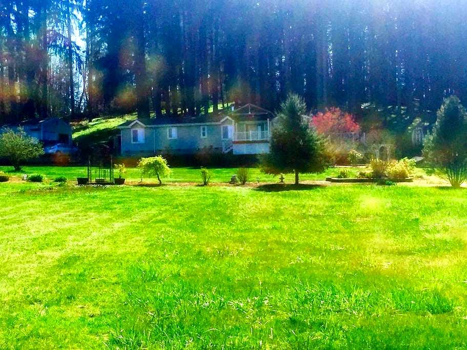 Vineyard View Home in Pleasant Hill - Creswell