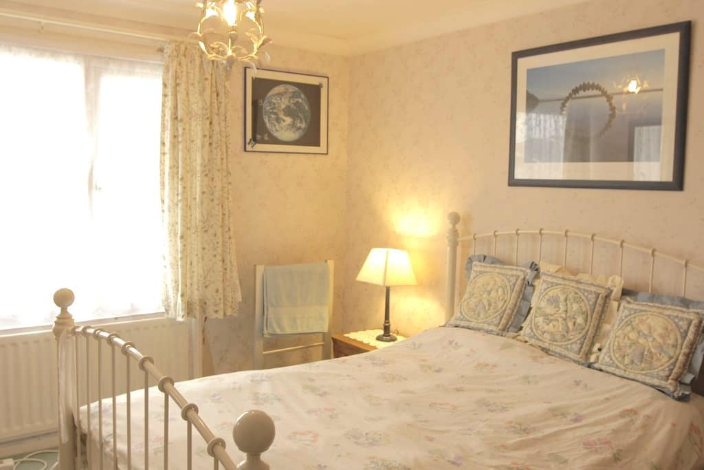 'Serendipity' - Sunny Bed and Breakfast - Fareham - Hus