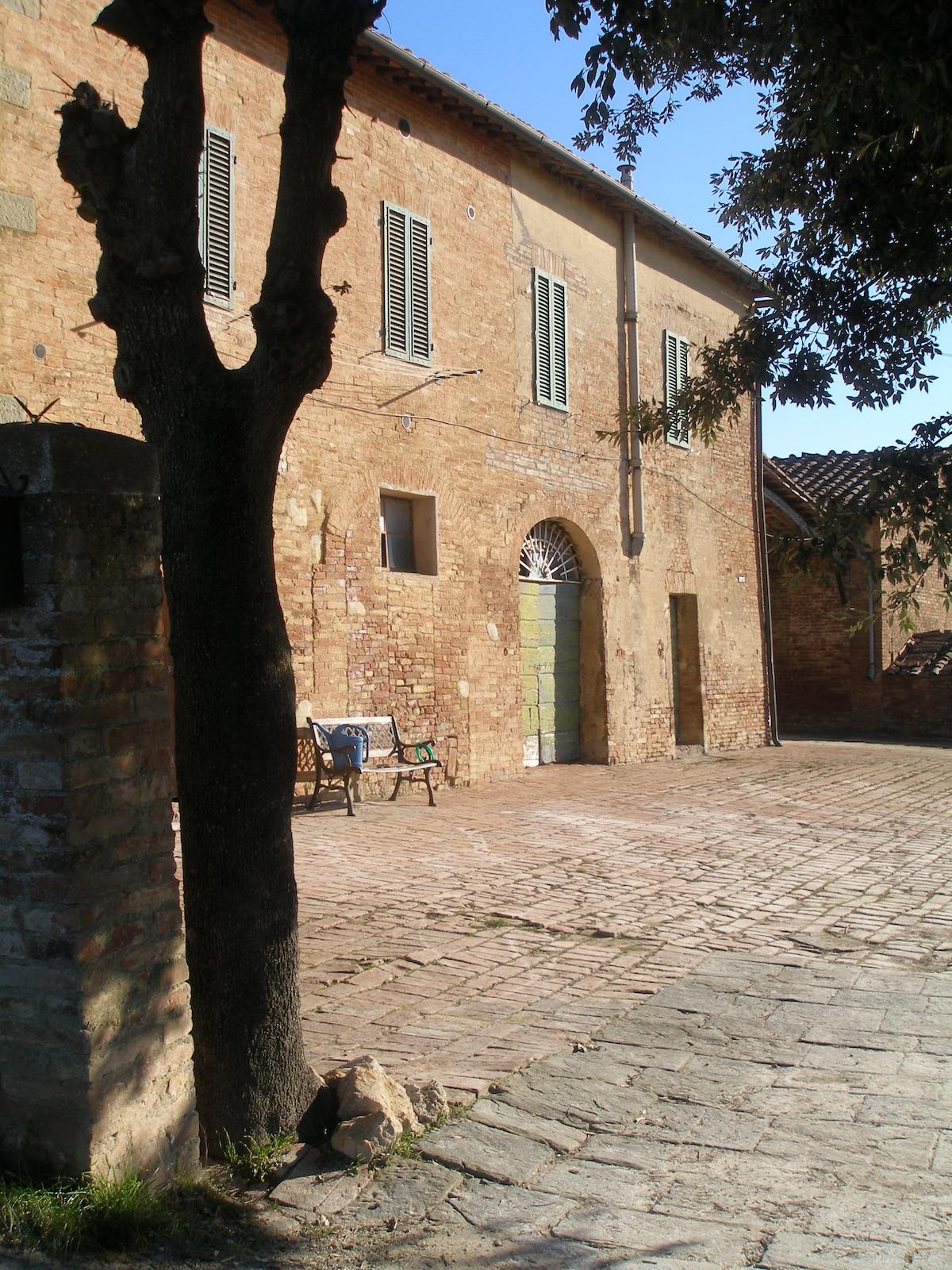 a nice room closed to Siena
