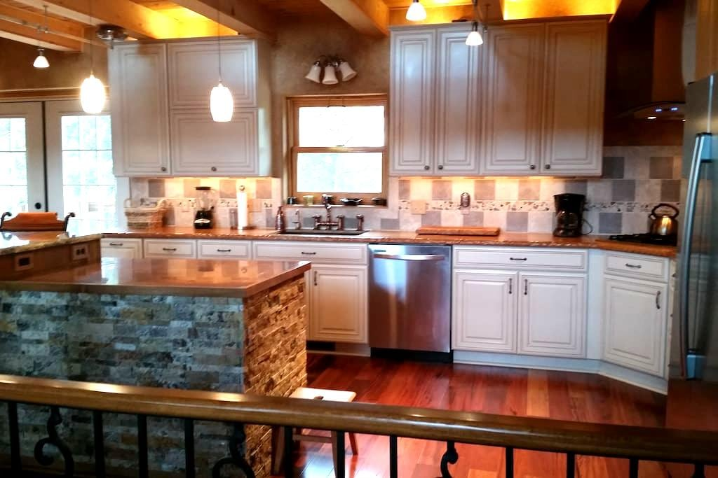 Black Hills, Centrally Located, Gorgeous Log Home - Whitewood