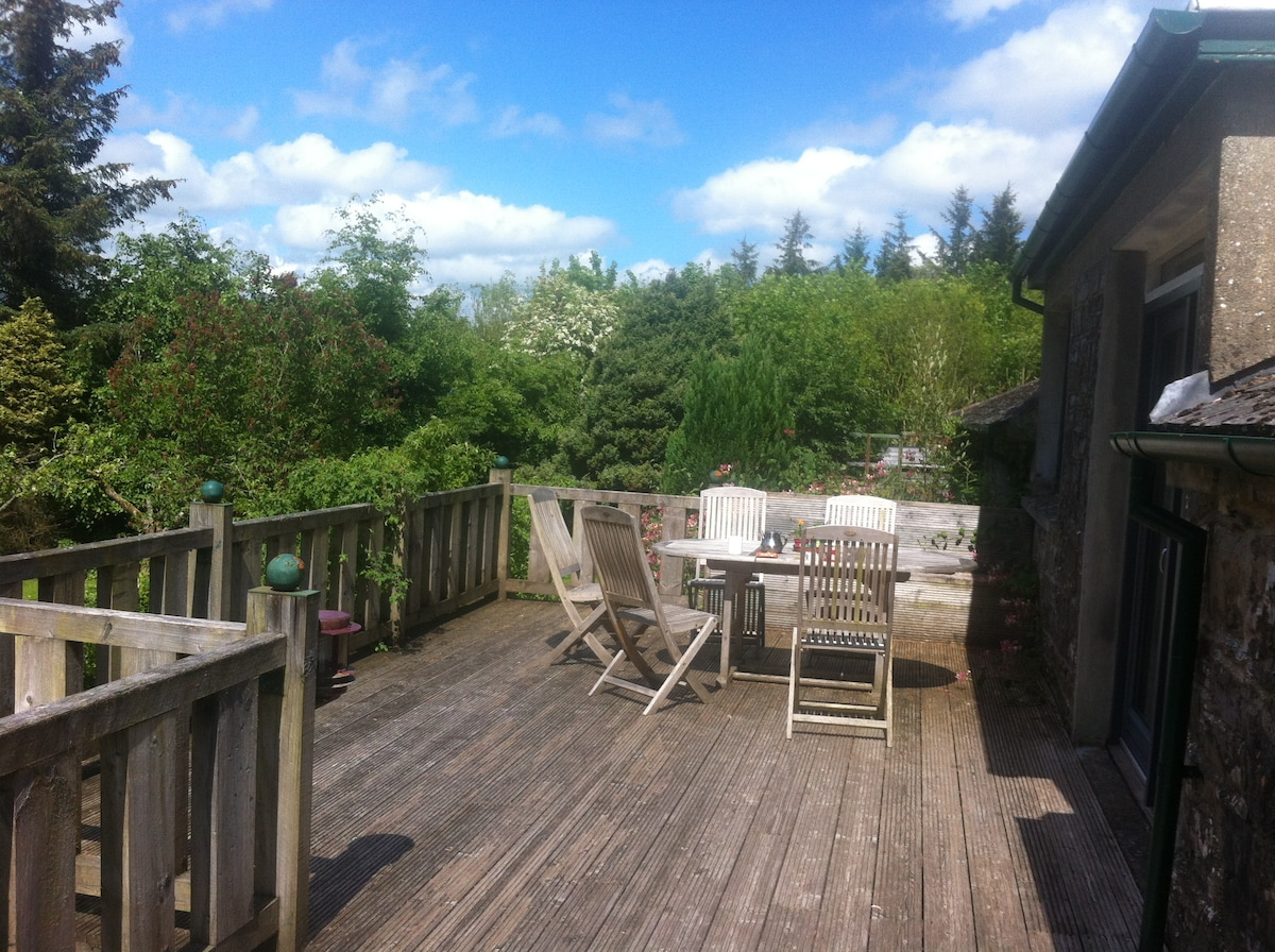 Delightful 2BD with Deck and garden