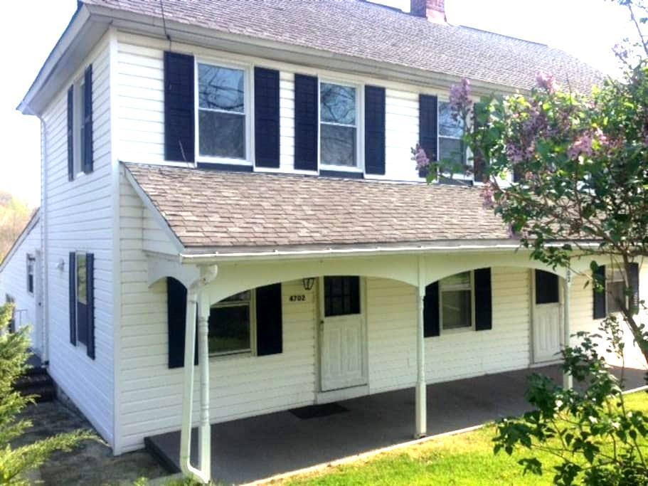 Hostel Style Rm in Old Farmhouse #3 - Rosedale - Maison