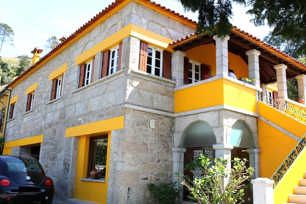 Casa rústica, em pedra numa Quinta - Viana do Castelo
