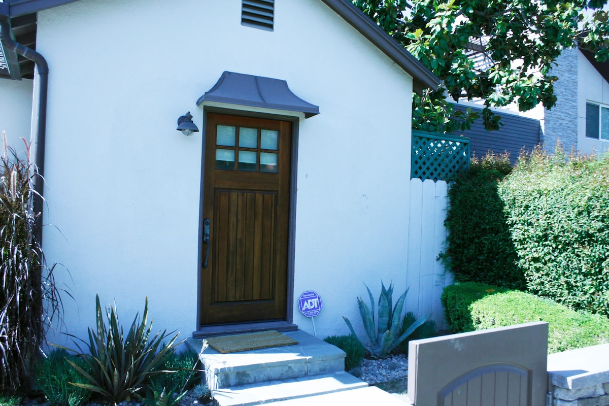 Private entrance to guest house.