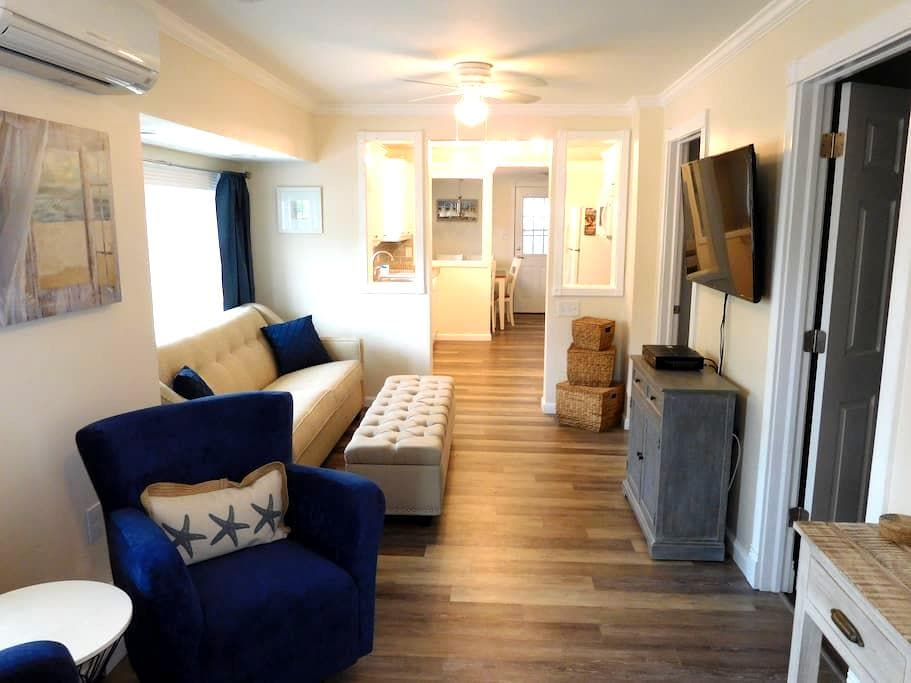 Gorgeous 2 BR/1.5 BA beach cottage!  (Seaside) - Seaside Heights