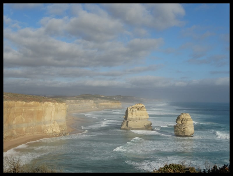 Geelong is the gateway to THE GREAT OCEAN ROAD Victoria. An hours drive on freeway or train to Melbourne city.