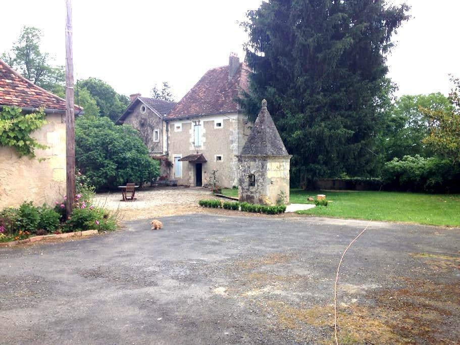 Maison Périgord 16e s. avec parc - Bourgnac