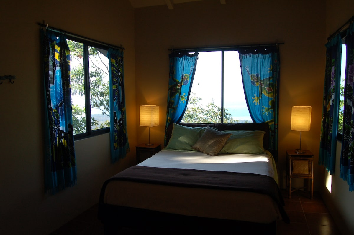 Airy room with Queen size bed