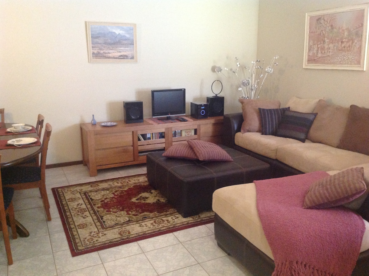 Lovely home close to CBD, parking