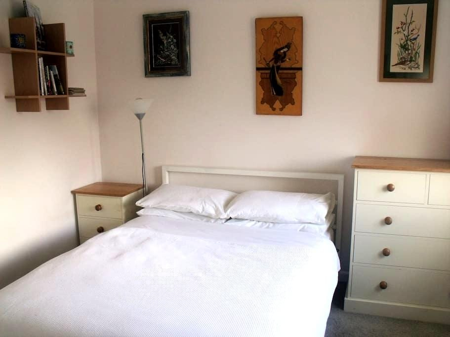 Quiet sunny room in Narberth. - Narberth - Casa