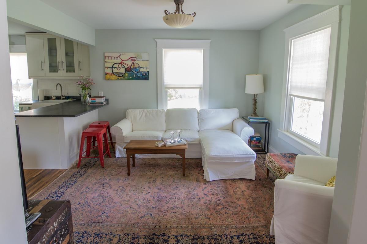 Cozy and artistic livingroom