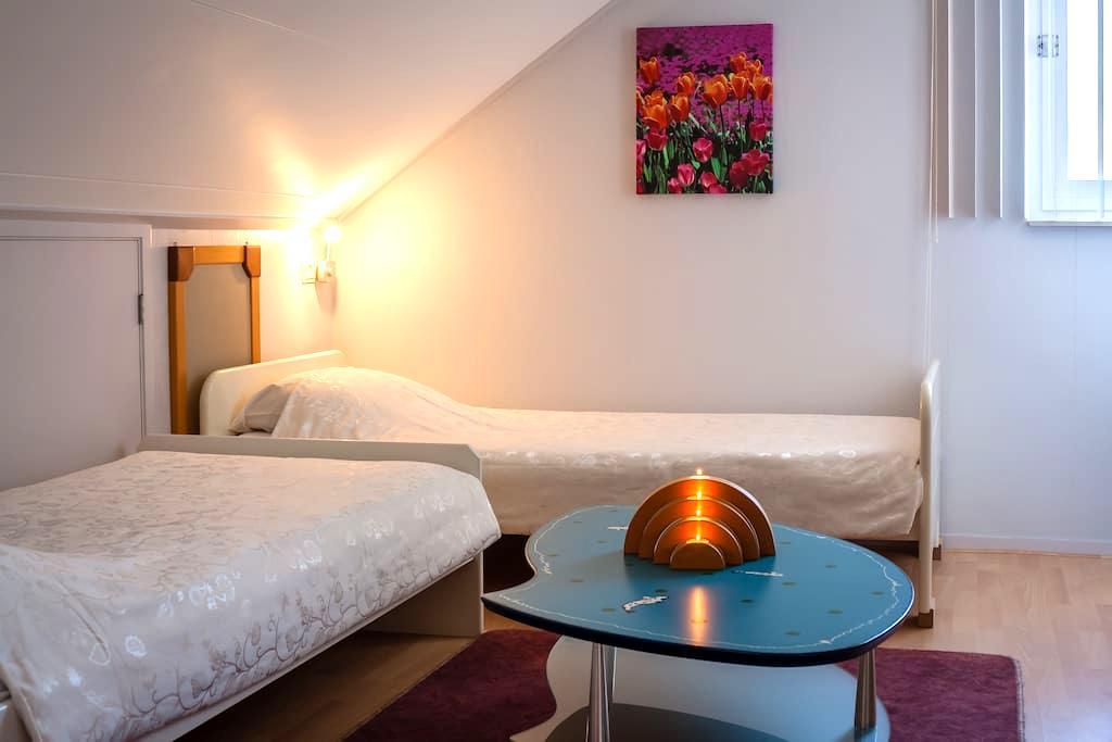 Unieke zit-slaapkamer op 2e etage - Barneveld - Bed & Breakfast