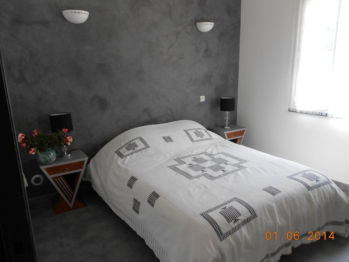 Nice bedroom in Cannes Mougins
