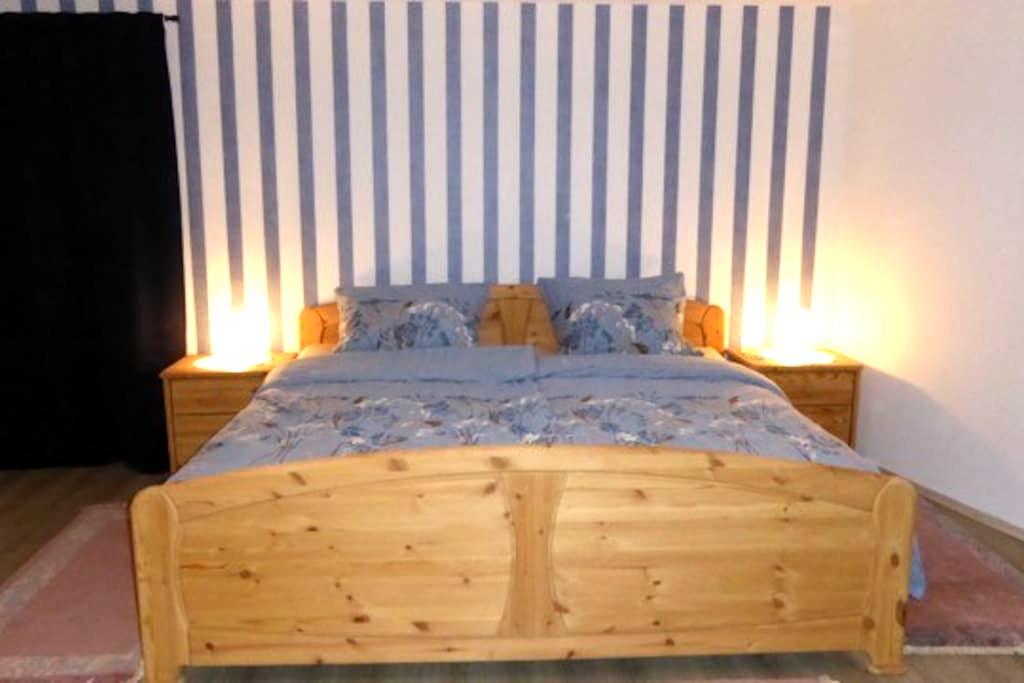Gemütliches Schlafzimmer Doppelbett - Hagenbach - Maison