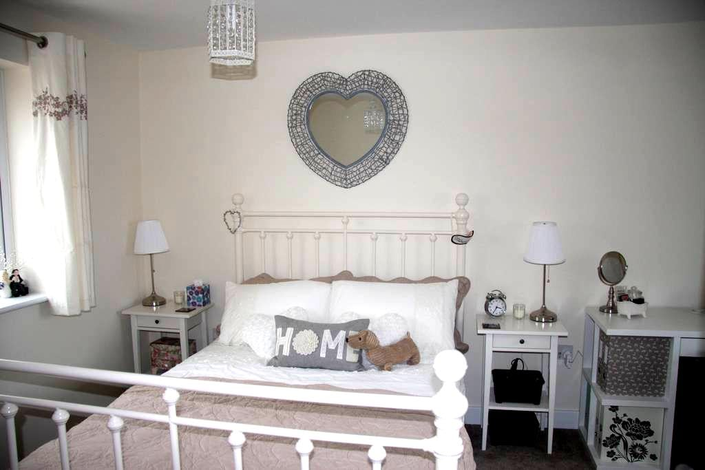Cosy room near Shire Park - Welwyn Garden City - Casa