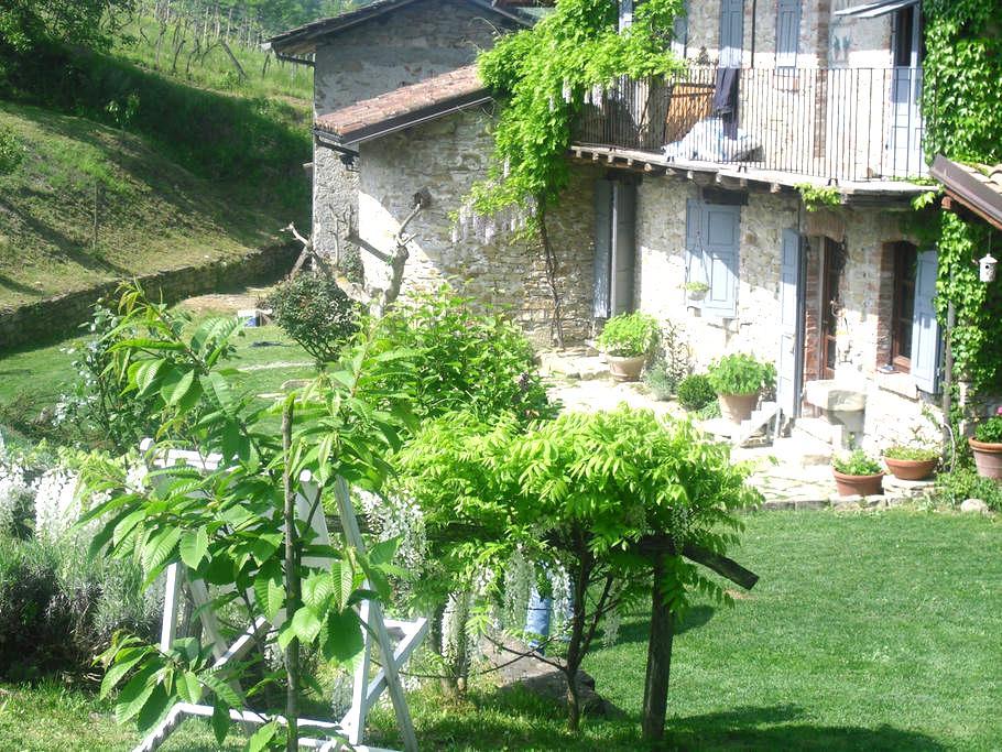 Favolosa cascina da fiaba nel verde - Lerma - House
