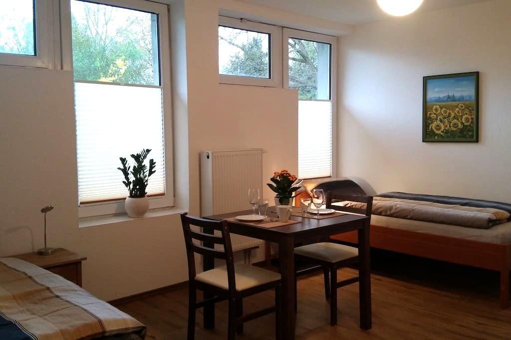 Moderne Appartments 3, je 1-2 Pers.  EZ 30€/DZ 50€ - Heuchelheim - Haus