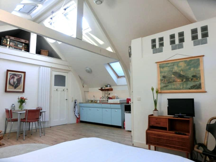 Vintage Attic Studio in Historic Townhouse - Rotterdam - Loteng
