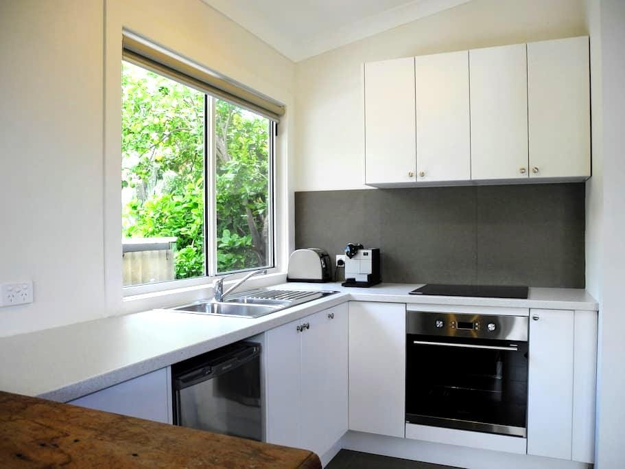 Self contained studio unit close to CBD and tram - Goodwood - House