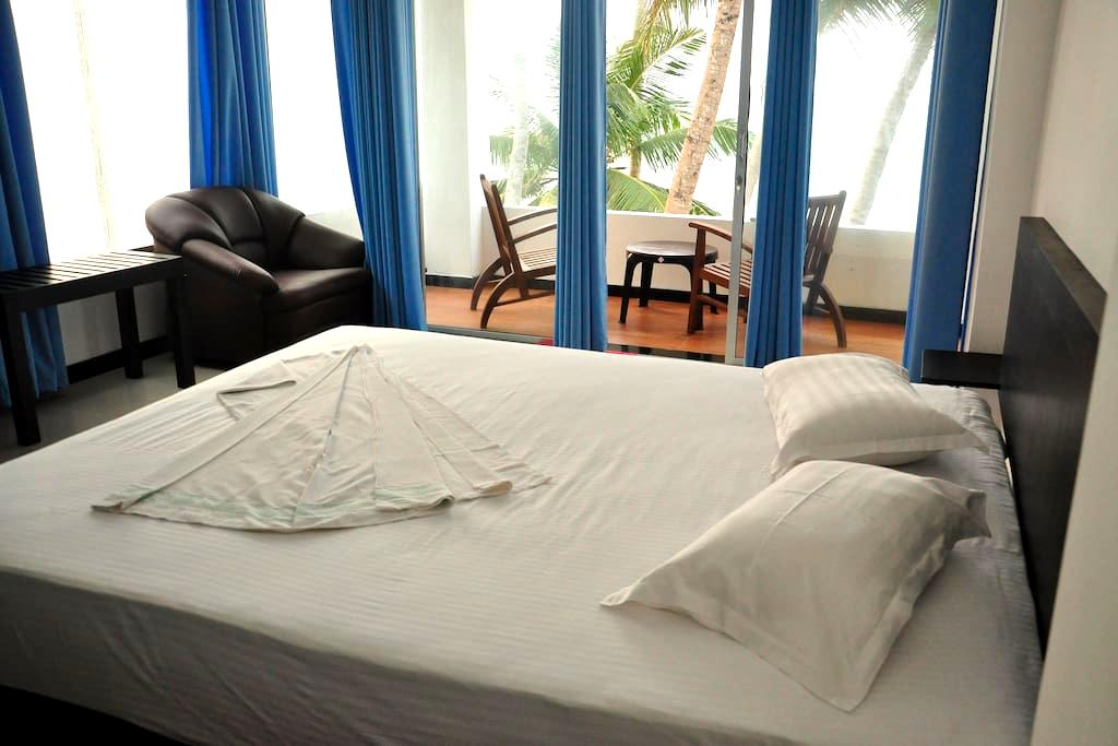 Cool beach room  2 - Hikkaduwa - Huis