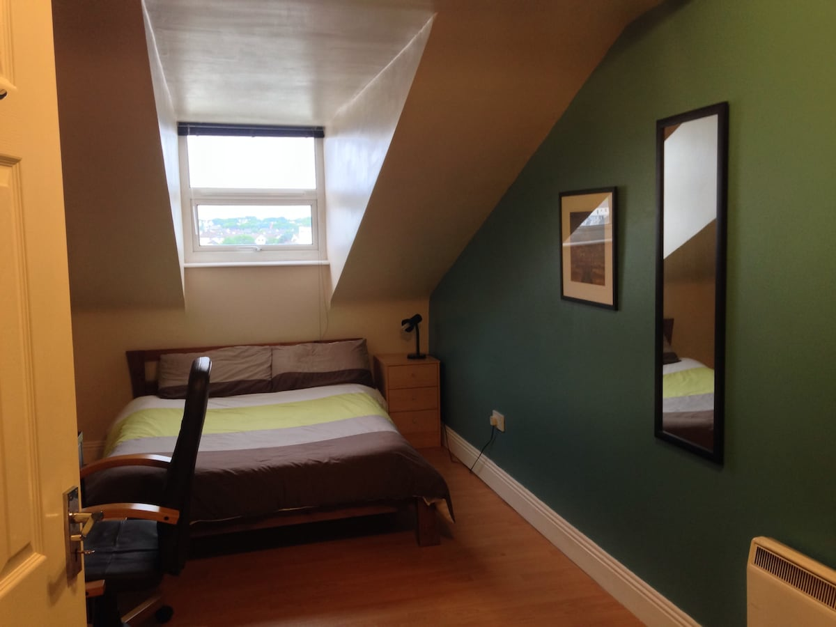 Galway Salthill  Apt by the Sea!!