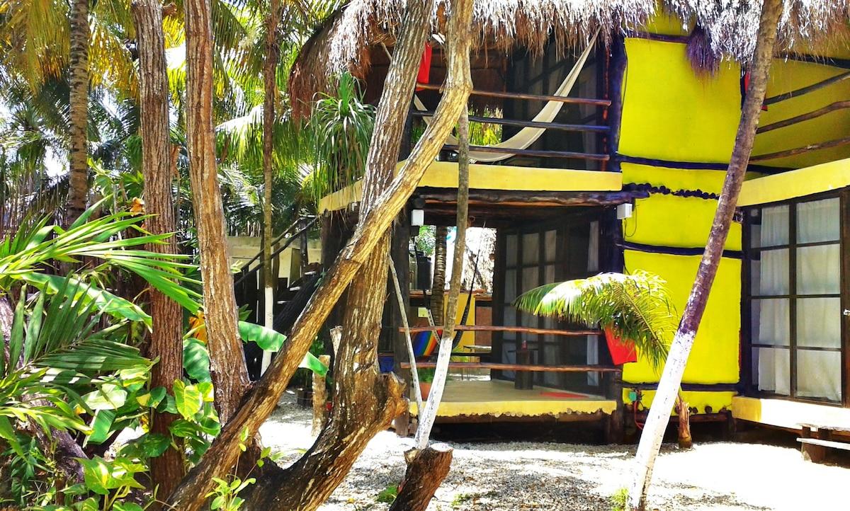 Tunich Guesthouse-Ixu Jungle room