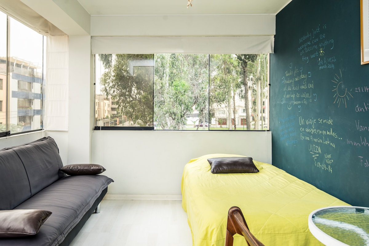 A spacious room with daylight and a close view to the park.