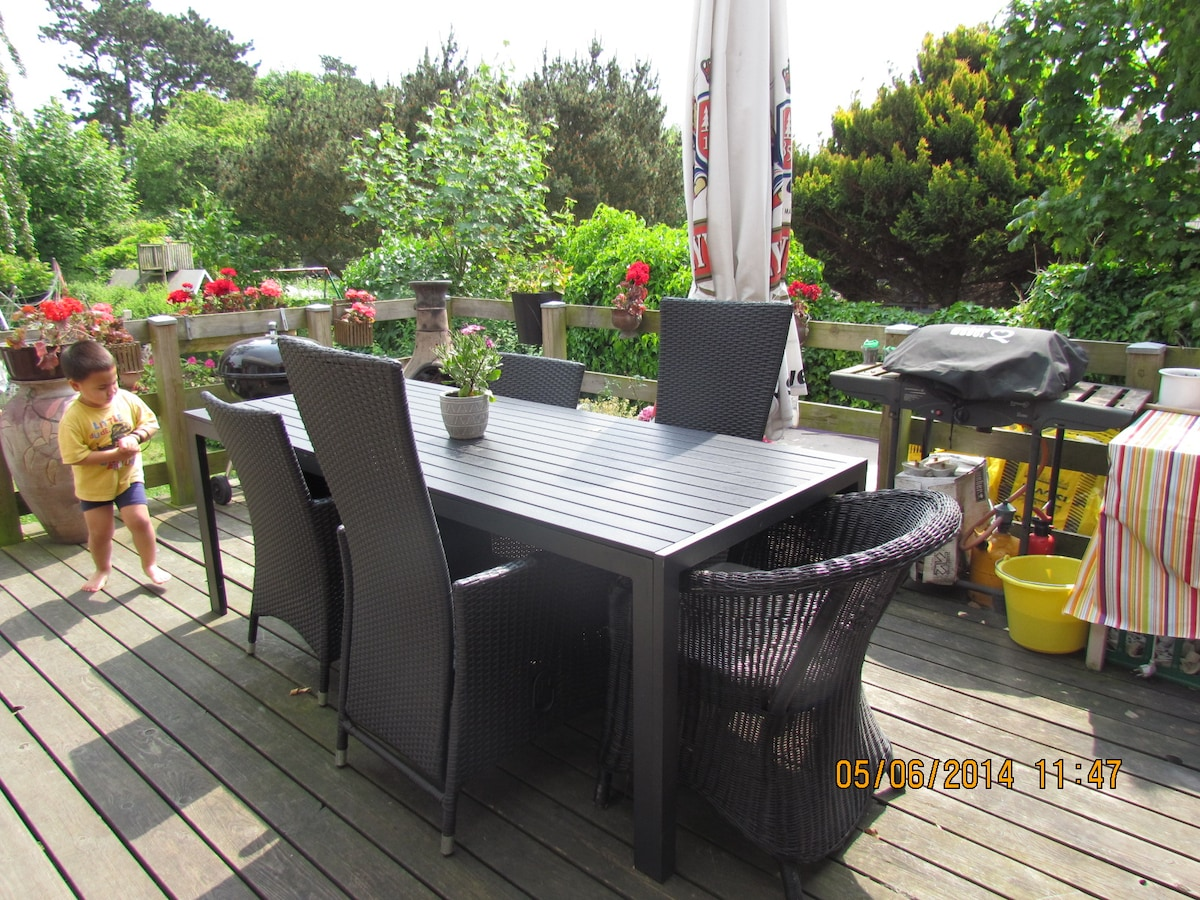 You can use the wonderful terrasse if you like.