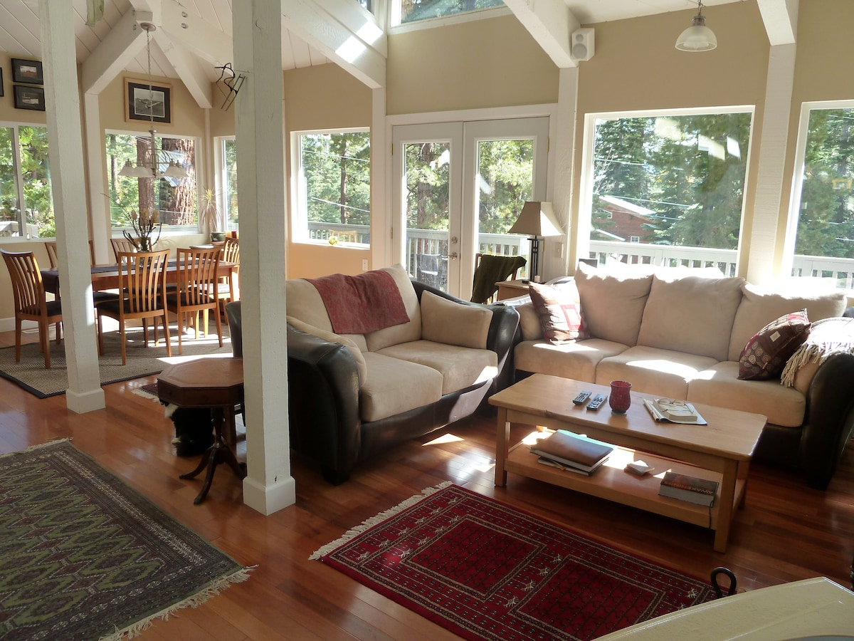 Living/Dining Room - Open and Sunny