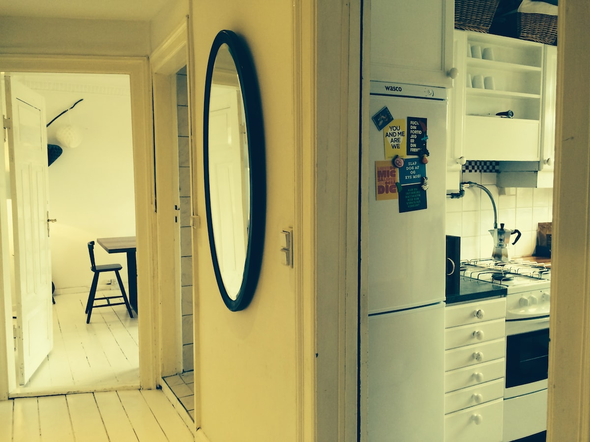 View from hall to kitchen, bathroom door and dining room.