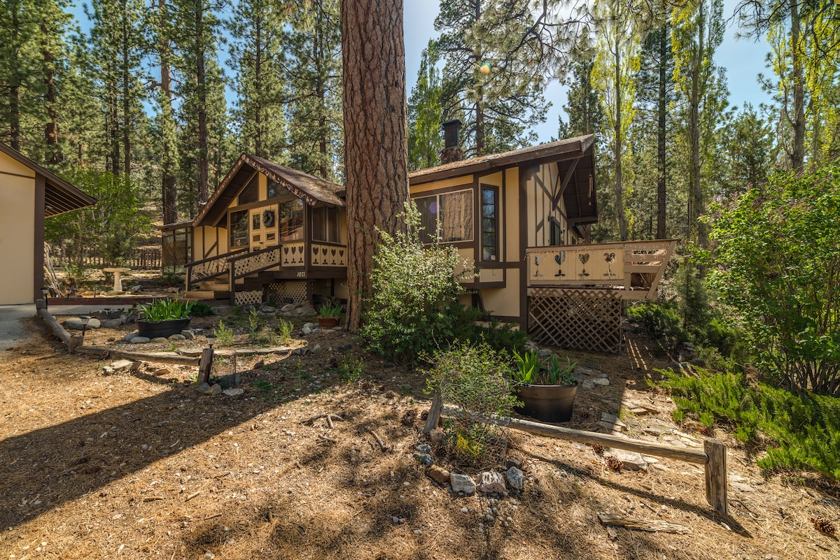 TALL PINES CHALET--SECLUSION & SPA