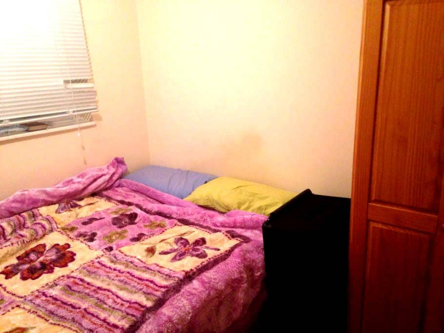 Double bedroom in Brent Cross 15 minutes to Centre - London - Wohnung