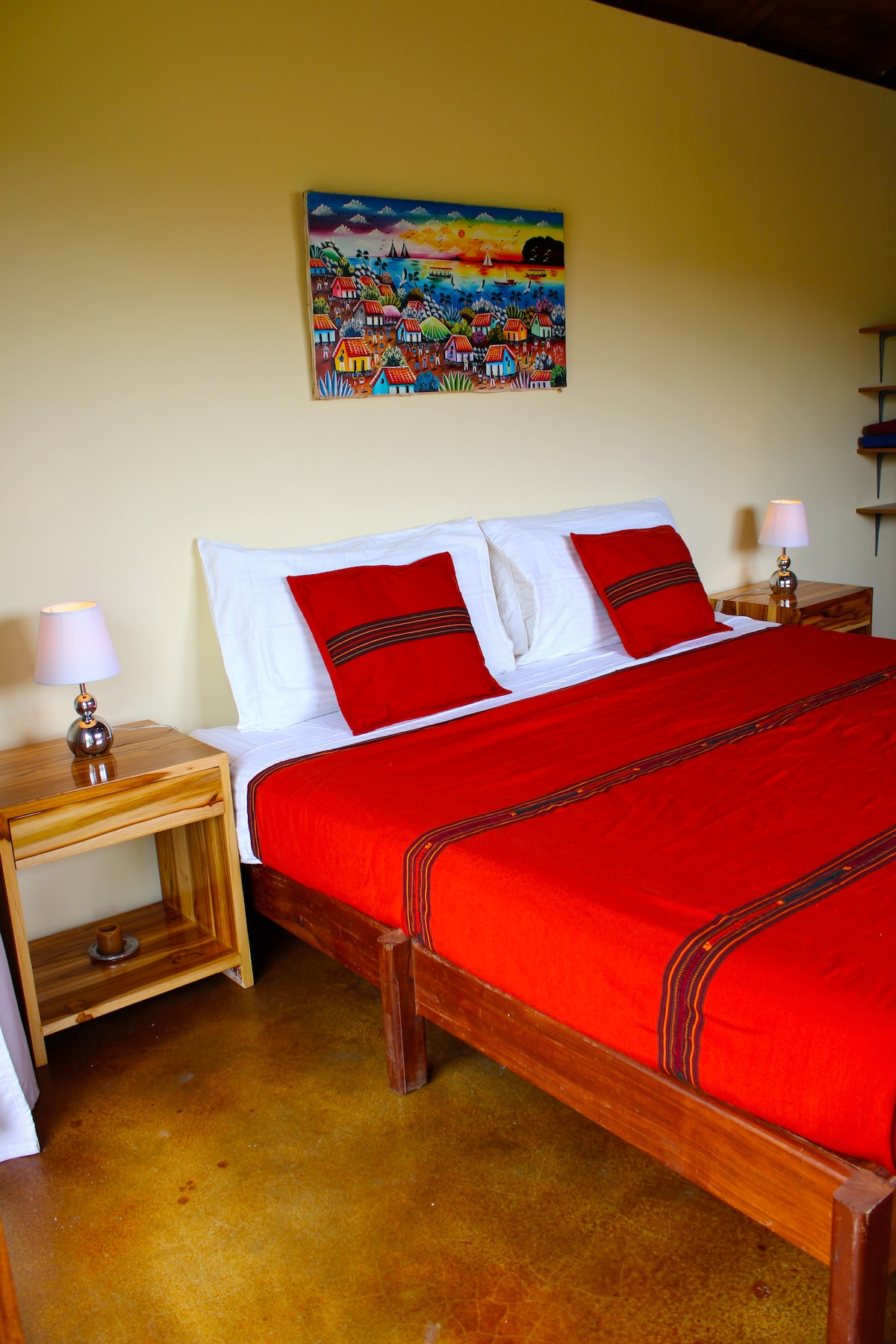 King or Twin beds are available, with clean 100% cotton sheets.